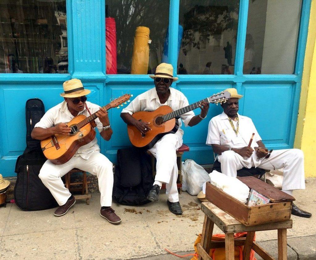 Músicos callejeros en La Habana.