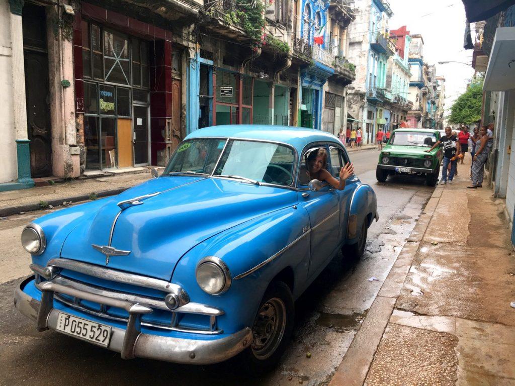 Nuestro taxi privado a Viñales
