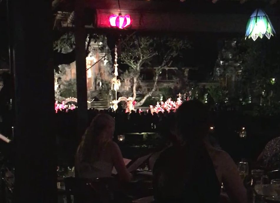 Cena y espectáculo balinés en Café Lotus